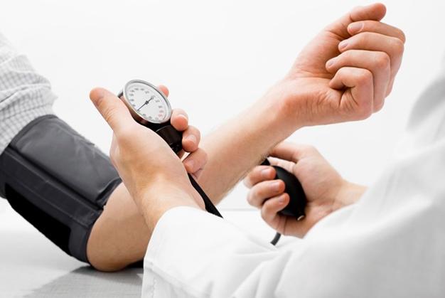 phòng tránh bệnh tăng huyết áp khi trời trở lạnh
